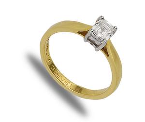 18 carat gold solitaire diamond ring